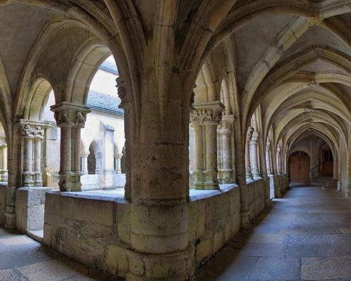 Location de gîte Lac Saint Point : à découvrir dans la région l'Abbaye et Cloître de Montbenoit