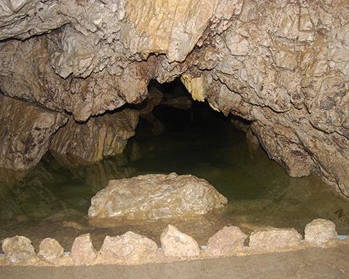 Location de gîte Lac Saint Point vacances dans le haut Doubs : à découvrir dans la région les grottes de Vallorbe