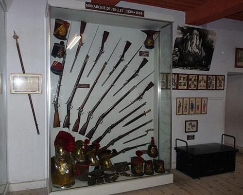 Location de gîte Lac Saint Point : à découvrir dans la région le musée des Armes Anciennes